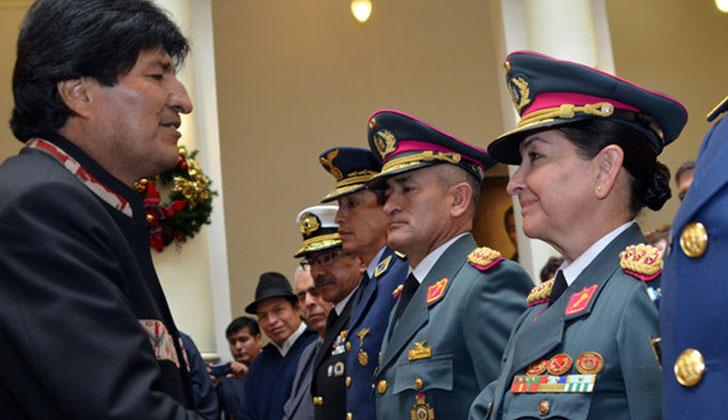 Una mujer integra nuevo Alto Mando Militar de las Fuerzas Armadas de Bolivia. Foto: EFE