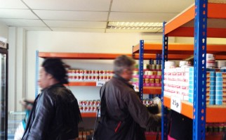 """Abren supermercados para clientes """"de bajos salarios y sin salario"""": comida básica por equivalente a 10 pesos uruguayos"""