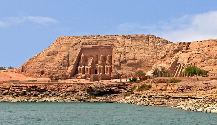 Los templos de Abu Simbel, frente al lago Nasser.