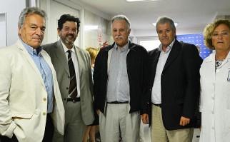 AUTORIDADES. De izquierda a derecha: Dr. Jorge Quian (Sub Secretario del Ministerio de Salud), Ec. Arturo Echevarría (Presidente de la Junta Nacional de Salud), Dr. Gustavo Bogliaccini (Presidente del Consejo Directivo de CASMU IAMPP), Sr. Humberto Ruocco (Director General de Unidad de Coordinación del MSP), Dra. Gabriela Guidobono (Jefa de Neonatolgía de CASMU IAMPP).