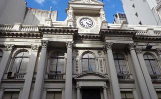 """FMI elogia nueva política económica argentina: Standard &Poor's le mejora su nota a cuenta de limitar """"incrementos salariales"""""""