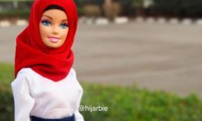 Una joven musulmana crea la primera Barbie con hiyab