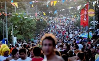 """En intendente de Rocha informó que en los primeros días de enero se recibieron entre 35 y 40 denuncias diarias por ruidos molestos en La Pedrera. """"El 70% de las denuncias eran por ruidos en la calle y en casas de familia, que son las mismas que alquilan los que hacen las denuncias"""", expresó. Foto: Viajeuruguay.com."""