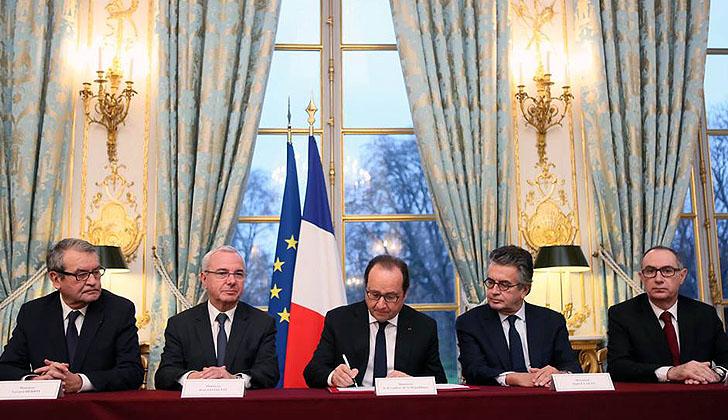 """Hollande logra que Diputados apruebe reforma de la Constitución e incluya """"estado de emergencia"""" en ley de """"Protección a la Nación"""""""