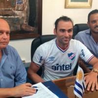Nacional oficializó la llegada de Léo Gamalho