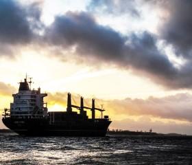 El buque para la excavación de petróleo está en camino