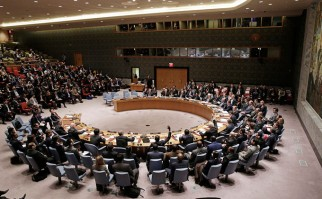 Momento en que el Consejo de Seguridad comenzaba a votar la resolución sobre el financiamiento de ISIS el 17 de diciembre de 2015. Foto de archivo ONU-Evan Schneider.