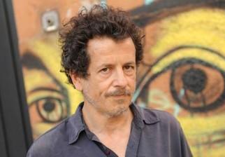 """Viejo, solo y puto"": llega la premiada obra del argentino Sergio Boris al Teatro Solis"