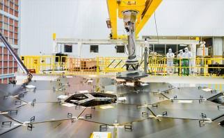 Culminan montaje del telescopio espacial más grande del mundo que desentrañará los misterios del Universo profundo. Foto: Chris Gunn / NASA