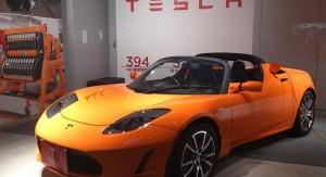 Caída de precio del petróleo castiga a los nuevos autos eléctricos: acciones de Tesla se derrumban y Wall Street duda que se recuperen