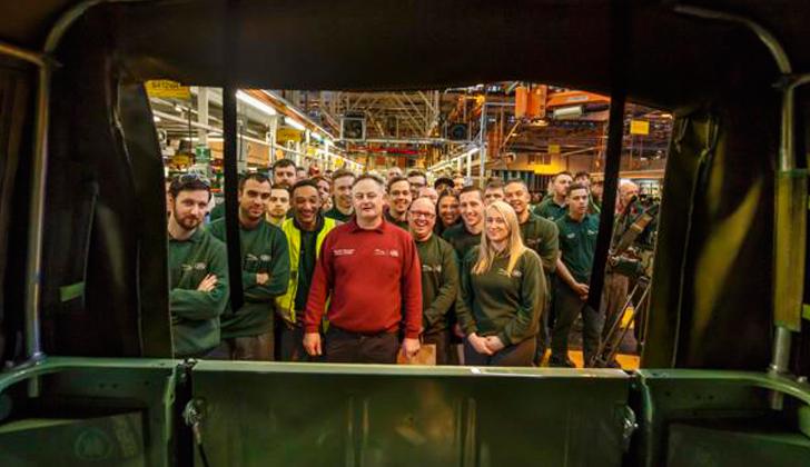 El último Land Rover Defender sale al mercado: cierra la fábrica de Solihull en Gran Bretaña