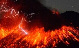 """Central atómica de Sakurajima """"no se ha resentido aún"""" debido a la erupción de un volcán a  50 kms. de distancia. Foto: Retuers"""