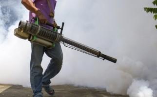 La fumigación general es siempre uno de los recursos para mitigar la propagación del dengue, y ahora del zika y chikungunya. Foto: Wikimedia Commons.