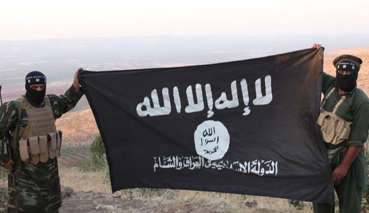 """La bandera es de color negro e incluye la primera parte de la shahada, """"La 'ilaha 'illa-llah"""", que admite distintos significados: """"No hay más divinidad que Dios"""", es el más literal. Foto: Wikimedia Commons."""