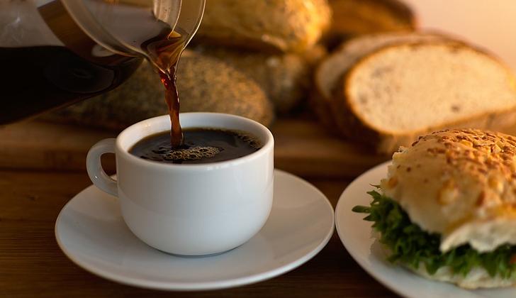 El café es, además, antioxidante y anti cancerígeno. Foto: Pixabay.