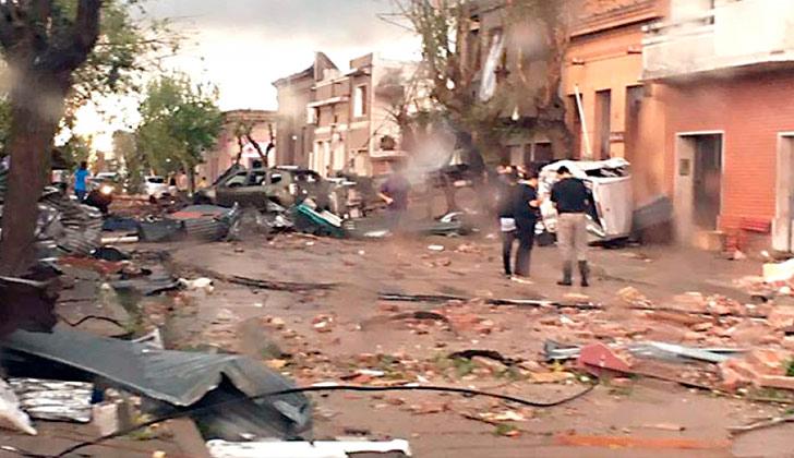 La ciudad de Dolores quedó incomunicada debido a que todos los servicios de ANTEL se vieron afectados por el tornado.