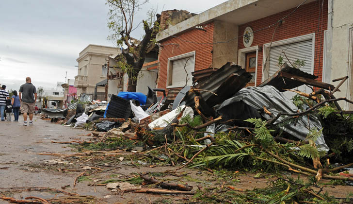 Desastres causados por un tornado en Dolores. Foto: archivo Presidencia de la República.