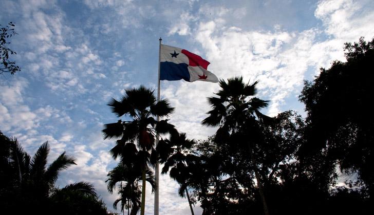 Bandera de Panamá, en la localidad de El Cerro Ancón, en Ciudad de Panamá. Foto: Wikimedia Commons.