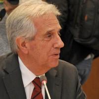 Un 33% de la población aprueba la gestión del presidente Tabaré Vázquez, el 28% no aprueba ni desaprueba y un 38% sí la desaprueba