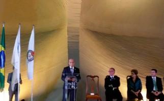 La Presidenta de Brasil, Dilma Roussef, sigue atenta la presentación del Dr. Julio Maglione, en la inauguración de la Asamblea Extraordinaria de ODEPA en Brasilia,