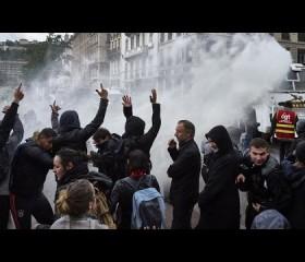 Francia: En octava jornada de manifestaciones contra reforma laboral bloquean refinerías de petróleo y centrales nucleares
