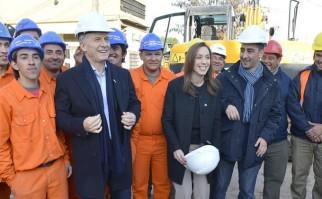Macri junto a Maria Eugenia Vida, Gobernadora de la Provincia de Buenos Aires, durante la inauguración de un proyecto hídrico en el Municipio de Moron. Foto: Facebook/MauricioMacri.