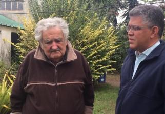 """José Mujica dijo sentirse hermano de todos los venezolanos de """"los que están calientes hacia un lado y hacia otro"""""""