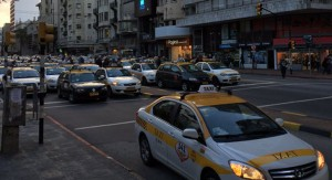 Gremial Única del Taxi realizó concentración frente a la Intendencia de Montevideo contra Uber