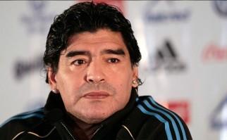 """Maradona: """"Messi tiene que seguir en la selección""""."""