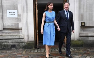 David Cameron con su esposa, Samantha, luego de salir del recinto de votación. Foto: Facebook David Cameron.