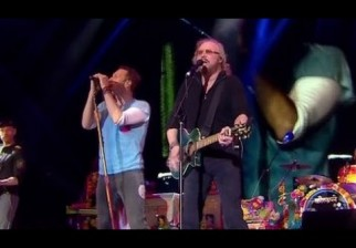 "Coldplay versionó ""Stayin' Alive"" junto al ex Bee Gees Barry Gibb"