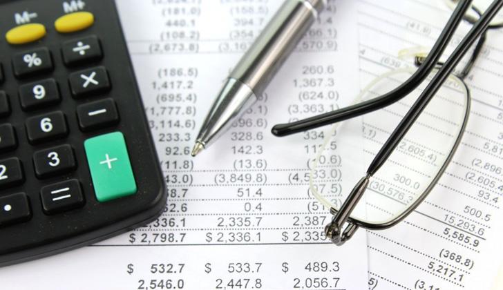 Los contribuyentes deben confirmar sus ingresos de 2015. Para ello, los trabajadores dependientes tienen que pedir a su empleador el papel que certifique el monto de ingreso nominal en todo el año. Foto: Pic Server.