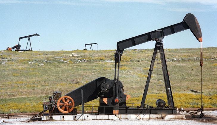 Dos plantas de bombeo de petróleo en Texas, EE.UU. Foto: Pixabay.