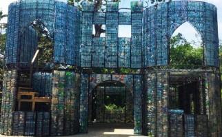 Una vivienda en The Plastic Bottle Village, en Panamá.