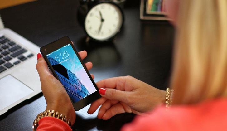 El buen desempeño de un smartphone depende de que lo tengas limpio de aplicaciones maliciosas y archivos basura. Foto: Pixabay.