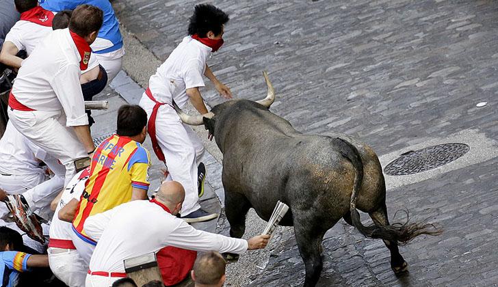 Corrida de toros en fiestas de San Fermín, España | Foto: Miguel Fernández / www.sanfermin.com