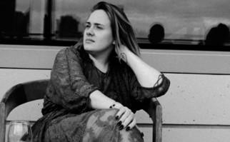 Adele se suma a las celebridades que posan sin maquillaje.
