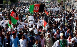 Al menos 80 muertos y más de 200 heridos tras atentado suicida del EI contra marcha pacifista en Kabul. Foto: @Reuters