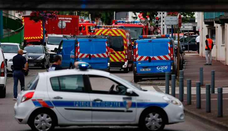 Atacantes de la iglesia de Saint-Étienne eran miembros de Daesh — Hollande