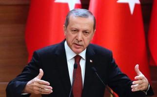Erdogan decreta el cierre de escuelas privadas, organizaciones benéficas, universidades, sindicatos y otras instituciones por presunto vínculo con el intento de golpe .