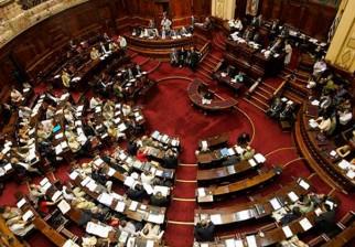 Convocan al Parlamento a ministros Danilo Astori y Jorge Basso por déficit de mutualistas de salud