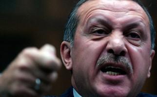 Turquía ordena el cierre de más de 130 medios de comunicación.