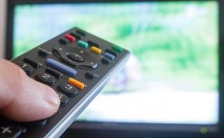 Ver mucha televisión aumenta el riesgo de embolia pulmonar. Foto: Shutterstock