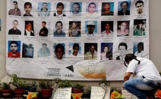 Familiares de desaparecidos por el conflicto en Colombia exigen no olvidarlos en la paz. Foto: Archivo AFP