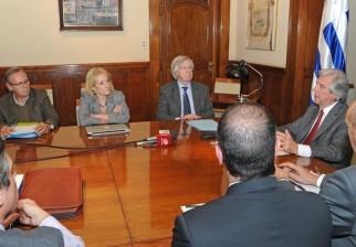 Macri aseguró a Vázquez que no habrá inconvenientes con la instalación de la nueva planta de celulosa en Uruguay, que estaráubicada sobre el río Negro