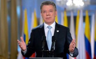 """Juan Manuel Santos: """"Empieza una nueva historia para Colombia. Silenciamos los fusiles. ¡Se acabó la guerra con las FARC!"""". Foto: @JuanManSantos"""