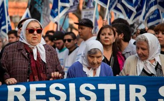 Después de 10 años se realizó la primera Marcha de la Resistencia en Plaza de Mayo. Foto:  AFP