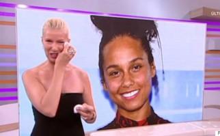 Anne Igartiburu, presentadora de televisión de RTVE, mientras se sacaba el maquillaje. Foto: captura de pantalla de RTVE.