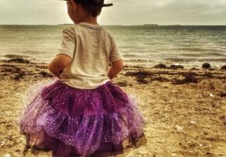 Un extraño criticó el tutú de su hijo y ella le respondió de una manera admirable