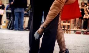 A bailar tango a cielo abierto en el centro de Montevideo